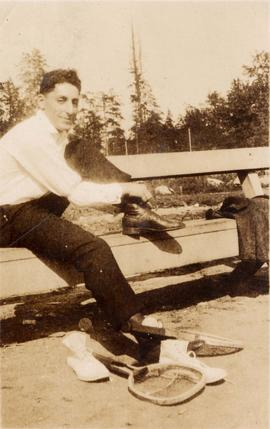 Harry Seidelman tying shoe