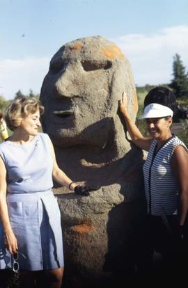 Phyliss Snider and an unknown woman posing beside a statue