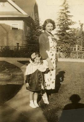 [Unidentified woman and child]