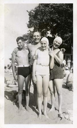 Soskin family on the beach 1940