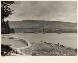 Lion's Gate Bridge, from Lumberman's Arch Pool, Stanley Park, Vancouver, British Columbia
