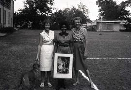 [Three unidentified women and a painting]