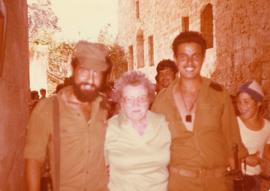 Esther Dayson poses for a photo with two Israeli soldiers [in the Old City of Jerusalem?]