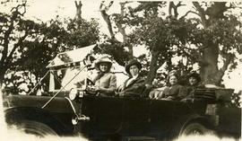 [Sylvester Women in an Automobile]