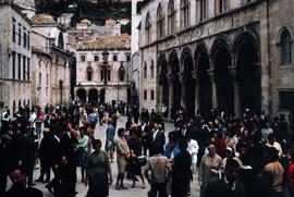 Many people walking by the Rector's Palace