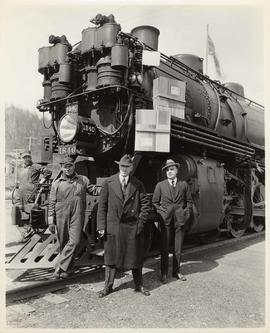 Northern Pacific Railwaymen in front of engine, Huntting-Merritt