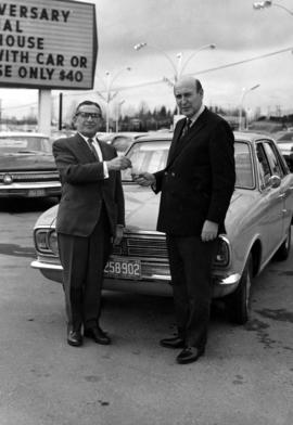 George Black (left) and Sonny Frankel with car for Bimo Ball