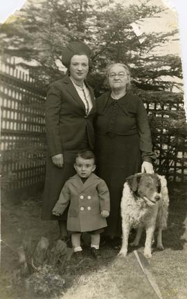 Esther Dayson, mother Toba Nemetz, Phillip Dayson, and dog Paddy