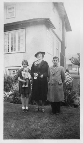 Rose Soskin with children Ted and Helen