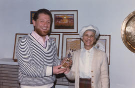 Emunah Women Tea & Exhibit, Robert and Gertrude Sheffer (door winner)