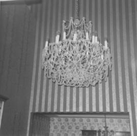 Hadassah architectural tour - Robert Grey home; Strauss chandelier in entrance foyer
